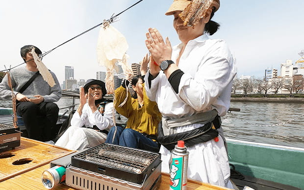 Grill Some Snacks and Relax in the Cozy House on the River, Ofune Camome's Sake Tasting Cruise